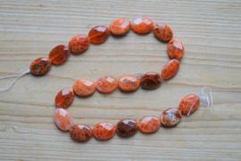 Rood vuuragaat gefacetteerde platte ovalen ca. 13 X 18 mm