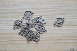 Metalen tussenstuk bloem ca. 15 x 21 mm per stuk