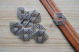 Metalen leerschuiver 20 mm ruit ca. 23 x 30 mm per stuk