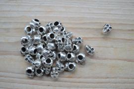 Metalen leerschuiver doodshoofd 7 x 12 mm per stuk