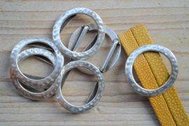 Metalen leerschuiver 20 mm ring ca. 37 mm per stuk