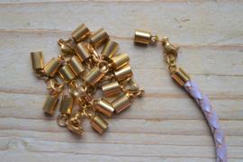 RVS Gold plated einddopjes met karabijnsluiting  ca. 5.5 x 36 mm per stuk