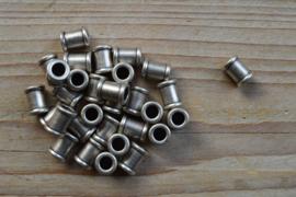 Metalen tussenkraal ca. 8 x 10 mm per  stuk
