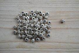 Metalen tussenkraal ca.  5 x 6 mm per 10 stuks