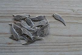 Metalen bedel vleugel ca. 9 x 30 mm per 2 stuks