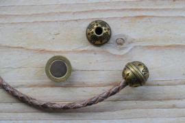 Bronskleurige bolmagneet (binnenmaat 4 mm) ca. 14 mm per stuk