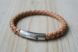 Armband van 6mm Bruin gevlochten rundleer met RVS klemsluiting