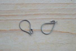 Oorbel sterling zilver gedraaid `Eenvoud` ca. 11 x 18 mm (per 2)