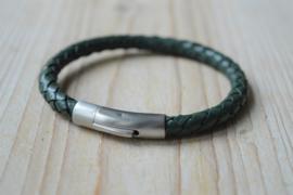 Armband van 6mm Donkergroen gevlochten rundleer met RVS klemsluiting