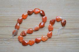 Rood vuuragaat gefacetteerde platte druppels ca. 13 x 18 mm