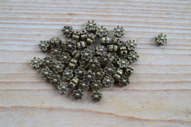 Bronskleurige tussenkraal bloem ca. 8 mm per 10 stuks