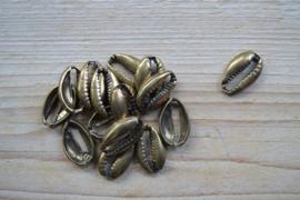 Bronskleurig tussenstuk cowrie schelp ca. 17 x 25 mm per stuk