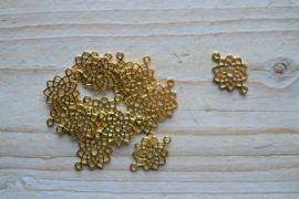 Goudkleurig tussenstuk ster ca. 14 x 20 mm per stuk