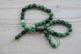 Rubin-Zoisit facettierte runde Perlen 8 mm