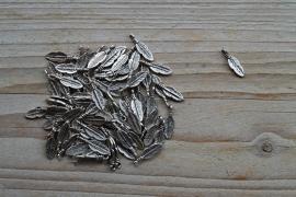 Metalen charm feder ca. 5 x 16 mm pro 10 stück