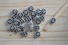 Metalen leerschuif 'boho' ca. 7 x 12 mm per stuk