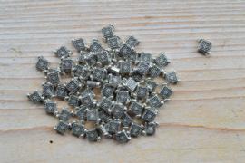 Metalen tussenkraal ca. 9 x 10 mm per 5 stuks