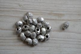 Metalen tussenkraal Buddha groot gat ca. 9 x 15 mm per stuk