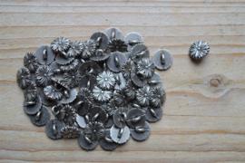 Metalen knoop 'bloem' ca. 10 mm per 2 stuks