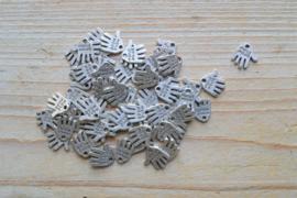 Metalen bedel hand 'handmade' ca. 12 x 12 mm per 8 stuks