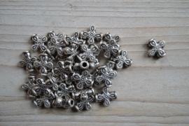 Metalen tussenkraal ca. 13 x 14 mm per 4 stuks