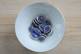 Metalen tussenstuk met Lapis Lazuli ca. 15 x 20 mm per stuk