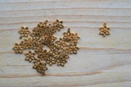 RVS Gold plated bedel bloem ca. 9 x 12 mm per stuk