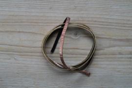 Plat glitterleer 5 mm Zachtroze/Rosegoud met streep per 10 cm