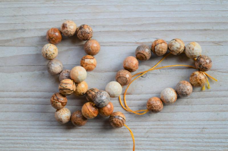 Picture Jaspis facettierte runde Perlen 12 mm