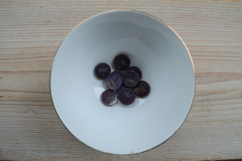 Libelle/Dragonfly Table Cut Bead  Dark Purple ca. 17x4mm per stuk