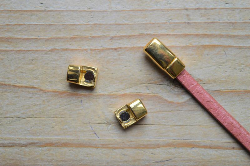 Goudkleurige magneetsluiting 5 mm ca. 8 x 17 mm per stuk