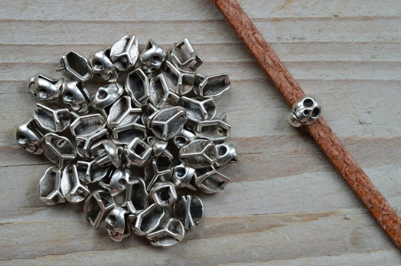 Metalen lederschieber Schädel ca. 7 X 10 mm pro stück