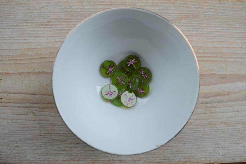 Libelle/Dragonfly Table Cut Bead Olivine Pink Wash ca. 17x4mm per stuk