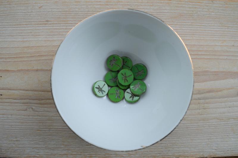 Libelle/Dragonfly Table Cut Bead  Opaque Green ca. 17x4mm per stuk