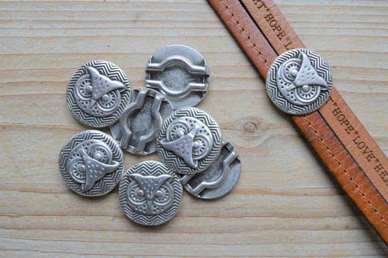 Metalen leerschuiver 20 mm uil ca. 25 mm per stuk