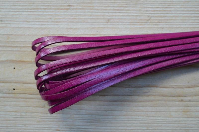 Plat rundleer 5 mm slangeprint Fuchsia per 10 cm