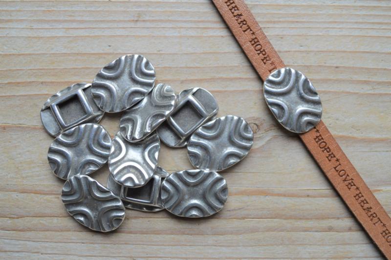 Metalen leerschuiver ovaal 10 mm ca. 19 x 26 mm per stuk