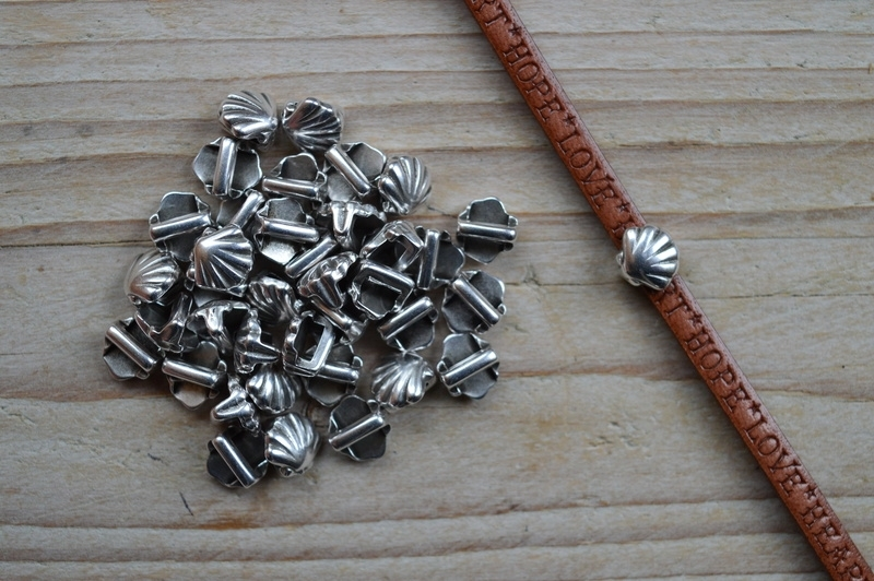 Metalen lederschieber Muschel  ca. 7 x 7 mm pro stück