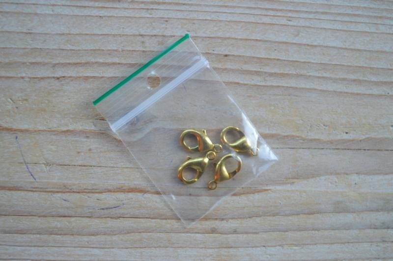 Goudkleurige karabijnslotjes ca. 7 x 12 mm per 4 stuks