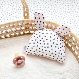 Rammelbeestje KNIJN   monochrome dots & poeder roze