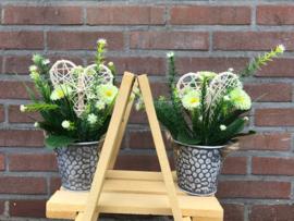 Kunstplanten/tafeldecoratie, bellis in pot, met hart 21 cm