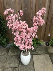 Bloesemboom 105 cm, stam van echt hout, staand in een stenen witte pot