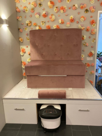Kunstbloemen spiegel en bloemenmuur, schoonheidssalon Glamourbar 't Gooi