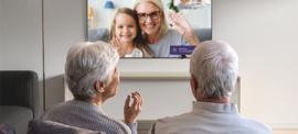 Beeldbellen via TV met je ouders of andere dierbaren, Femly