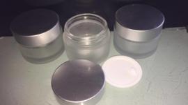 Potje 00 ml transparant mat glas voor crème, zalf of poeder