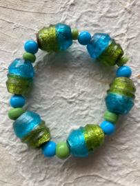 Glaskralen geregen armband met blauwe en groene kralen