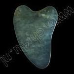Jade Guasha Steen, hartvormig,  rond de  4 mm dun