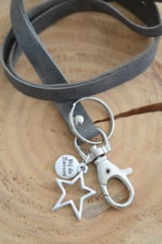 Keycord met zilverkleurige bedel ster