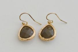 Oorbellen 14K Gold Filled met hanger glas 'grijs'