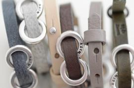Armband plat leer met infinity